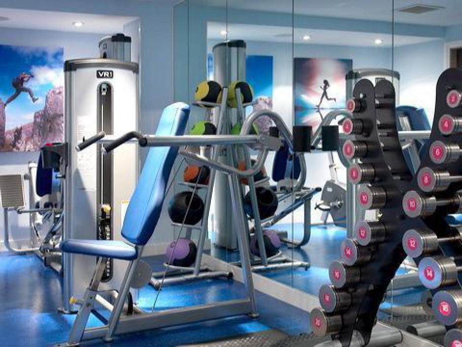 h tels la journ e salle de sports fitness westminster roomforday. Black Bedroom Furniture Sets. Home Design Ideas